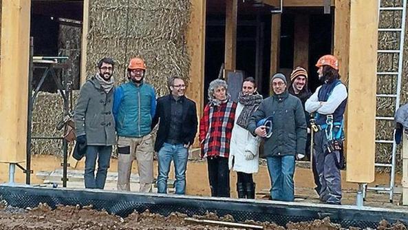 Paglia e argilla la casa green home bresciaoggi for Piani di garage di balle di paglia