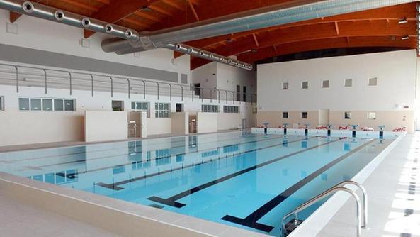 Tuffi di capodanno nella piscina milionaria - Capodanno in piscina ...