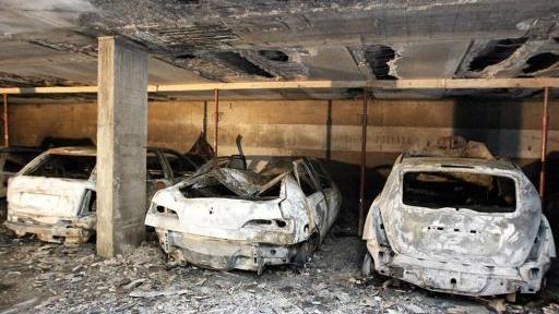 Incendio nel garage distrutte sette auto home bresciaoggi for Tre kit di garage per auto