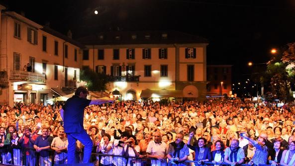 Leali bagno di folla con sentimento musica bresciaoggi - Posto con molti specchi ...