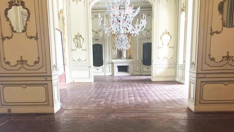 Villa mazzotti brilla i lussuosi lampadari tornano a for Lampadari brescia