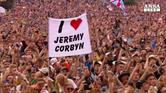Corbyn accolto come star a Glastonbury Festival