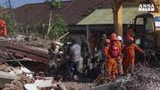 La tragedia in Indonesia, 350 morti e 165mila senza casa