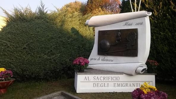 Il monumento all'emigrante di Boario