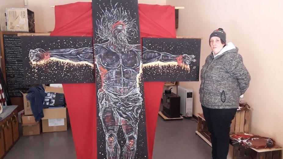 Bresciaoggi – Il Cristo in croce di Chiara Prandini. Un regalo per sostenere chi soffre