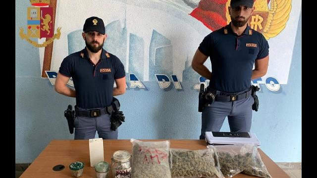 Droga: agenti si fingono rider, arrestato fotografo a Milano